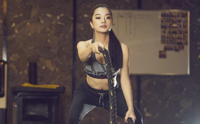 Nhà thiết kế Thùy Victory khoe vóc dáng gợi cảm ở phòng tập gym