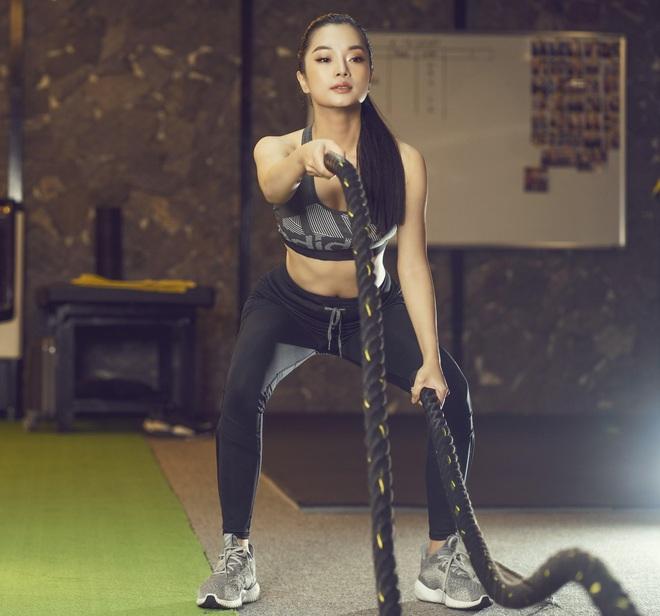 Nhà thiết kế Thùy Victory khoe vóc dáng gợi cảm ở phòng tập gym - Ảnh 5.