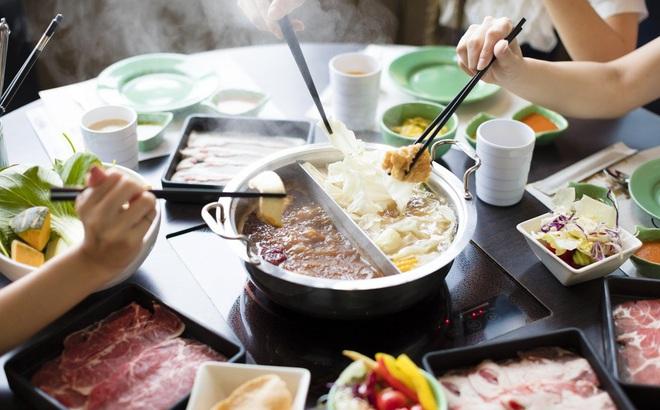 Cùng đi ăn lẩu, gia đình 9 người nhiễm virus corona ở Hồng Kông