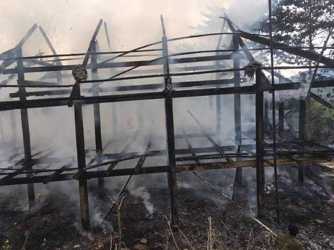 Lào Cai: Thanh niên say rượu, châm lửa đốt cháy 2 căn nhà của hàng xóm - Ảnh 1.