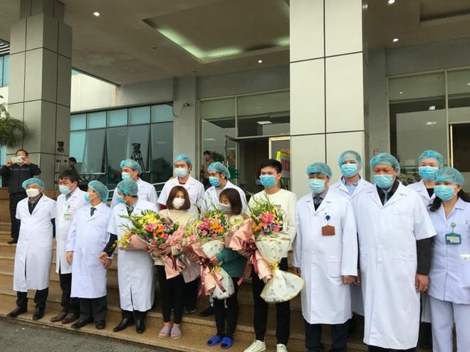 Thứ trưởng Bộ Y tế: 3 bệnh nhân khỏi bệnh do nCoV ra viện chứng minh việc điều trị rất tốt! - Ảnh 1.