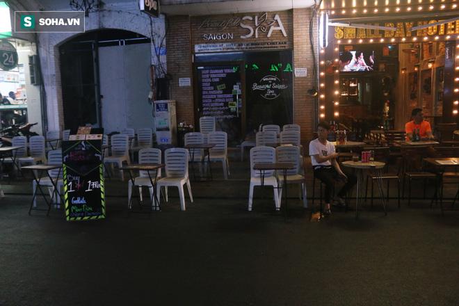 Bùi Viện giờ hái vàng trong dịch corona: Quán nhỏ ế nhỏ, quán lớn ế lớn, đây là cái dịp duy nhất Bùi Viện ế vậy - Ảnh 4.
