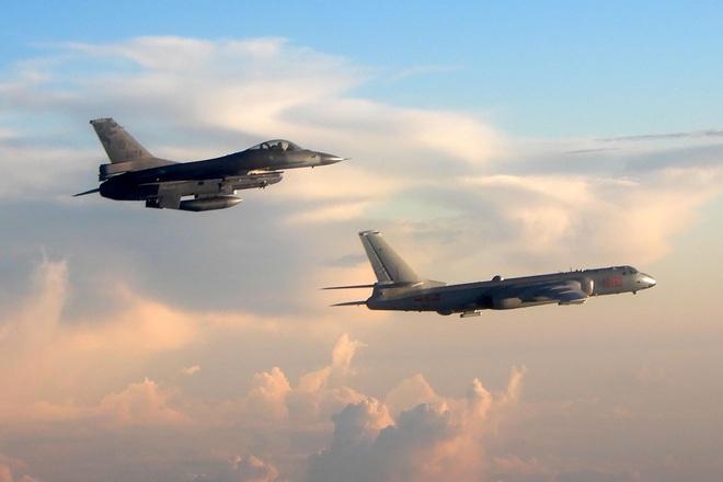 Eo biển Đài Loan đột ngột nóng: F-16 xuất kích chặn Không quân Trung Quốc - Ảnh 1.