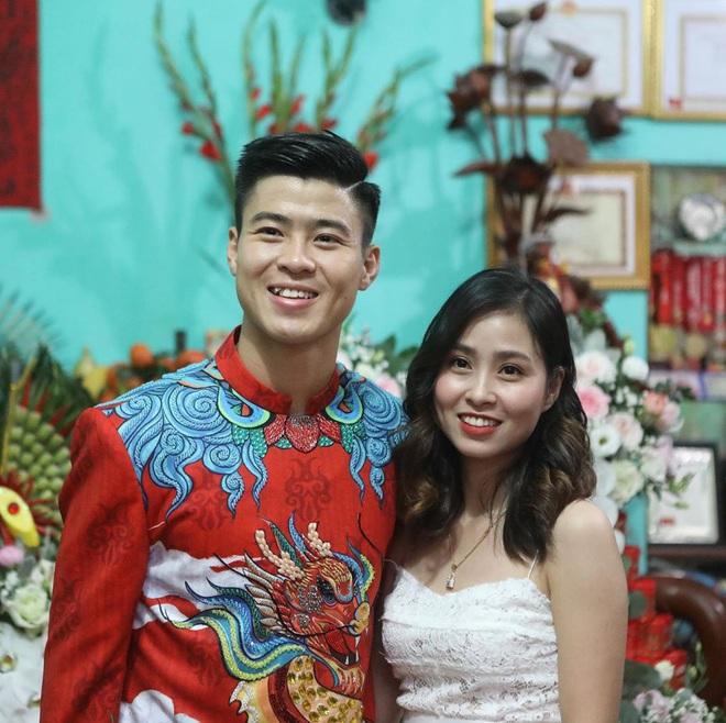Chân dung người chị ruột xinh đẹp và cô cháu gái model nhí chuyên nghiệp vừa xuất hiện nổi bật trong đám cưới cậu Duy Mạnh ngày hôm qua - Ảnh 1.