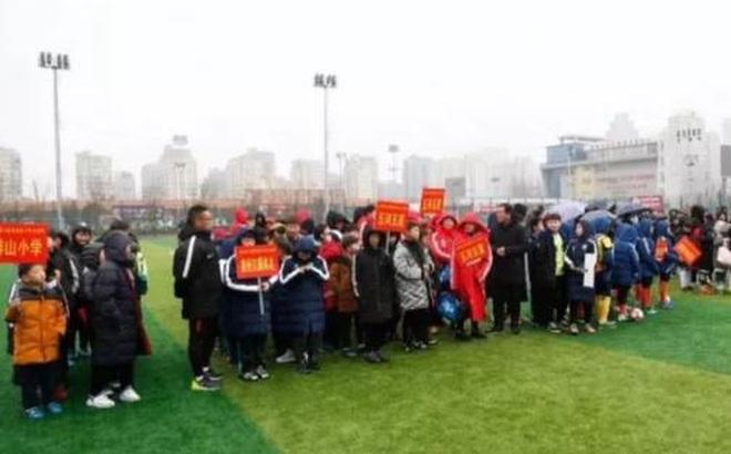 Khán giả nhiễm virus corona, 30 đội bóng Trung Quốc có nguy cơ thành ổ dịch