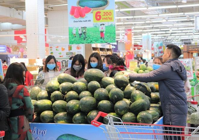 Nhờ đâu siêu thị bán được 1.200 tấn thanh long, dưa hấu chỉ trong 1 tuần? - Ảnh 1.