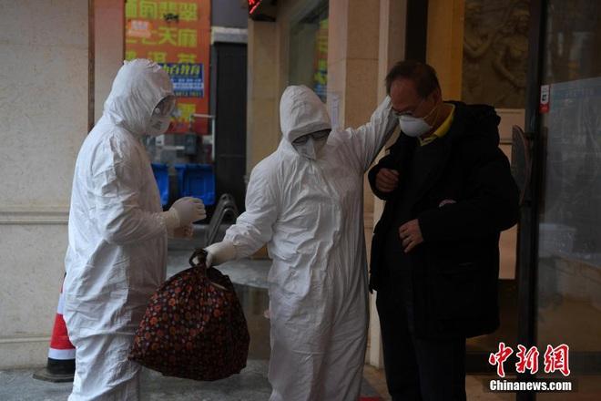 TQ xác nhận hàng cứu trợ của Việt Nam đã đến Vũ Hán, Singapore thêm 2 ca nhiễm mới - Ảnh 5.