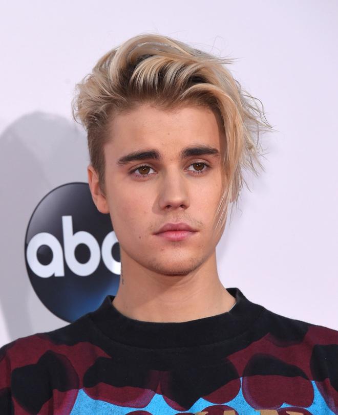Tuổi 26 sống cùng bệnh tật của Justin Bieber: Đứa trẻ tài năng bị ép trưởng thành sớm và tình yêu đầy day dứt mang tên Selena Gomez - Ảnh 14.