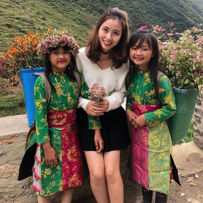 Chân dung người chị ruột xinh đẹp và cô cháu gái model nhí chuyên nghiệp vừa xuất hiện nổi bật trong đám cưới cậu Duy Mạnh ngày hôm qua - Ảnh 8.