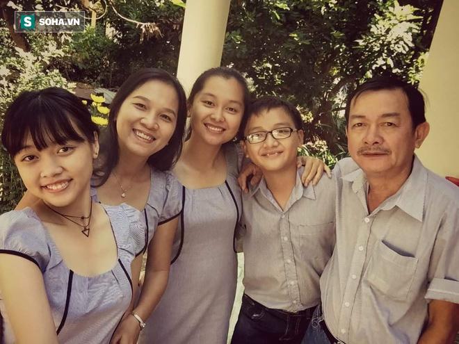 Tình yêu chênh lệch 16 tuổi của phụ huynh qua lời kể của con gái: Để mẹ đứng tên mọi tài sản, ba có mẹ là đủ rồi - Ảnh 1.