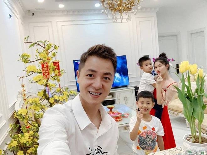 Đăng Khôi: Vợ tôi hay ghen, tôi ngồi nói chuyện với Dương Khắc Linh 5 phút thôi mà gọi Facetime liên tục - Ảnh 2.