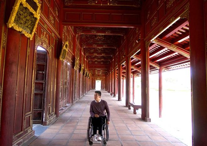 Chàng trai đặc biệt của giới phượt thủ Việt: Bỏ lại bóng tối, bước ra thế giới bên ngoài trên chiếc xe lăn - Ảnh 7.
