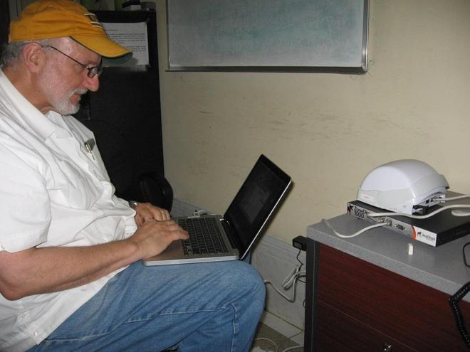 Sự hiện diện độc đáo của Apple tại Cuba - Ảnh 1.