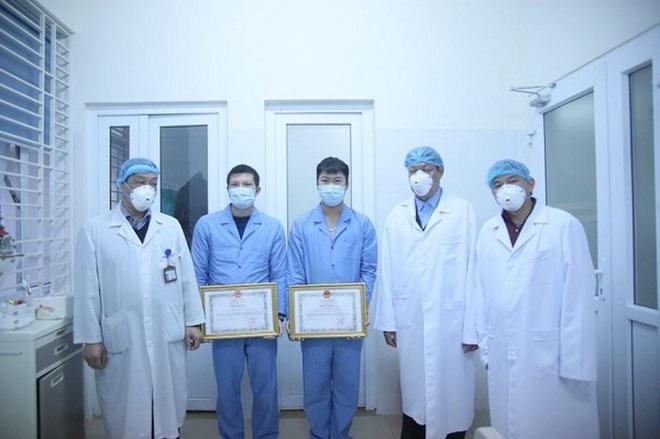 Tặng Bằng khen cho 3 y bác sĩ tham gia đoàn đón 30 công dân từ Vũ Hán về nước - Ảnh 3.