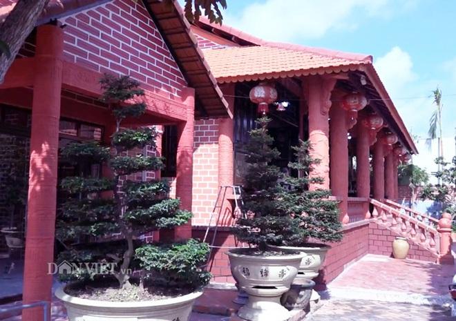 Choáng: Ngôi nhà tiền tỷ làm từ đất sét nung độc nhất ở miền Tây - Ảnh 2.
