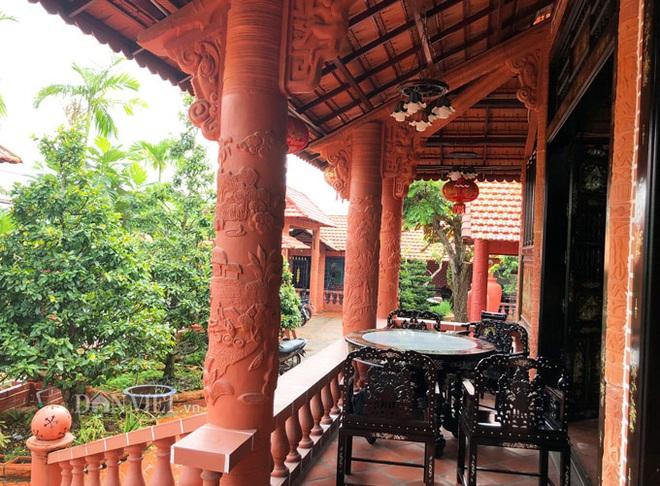 Choáng: Ngôi nhà tiền tỷ làm từ đất sét nung độc nhất ở miền Tây - Ảnh 15.