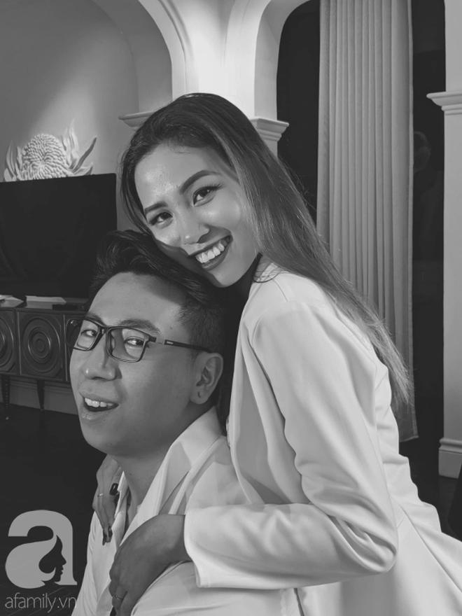 Quen qua mạng rồi cưới được Việt kiều, cặp đôi cùng bị nghi ngờ giới tính đầy tréo ngoe và sự thật hài hước bất ngờ sau khi kết hôn - ảnh 6