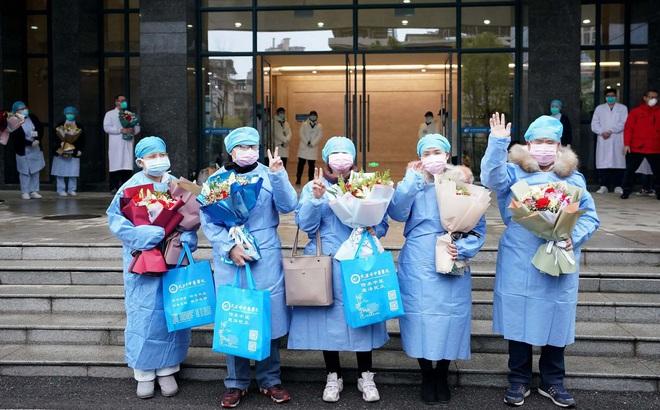 [VIDEO] Lưu học sinh Việt Nam cổ vũ Vũ Hán đẩy lùi dịch bệnh do virus corona