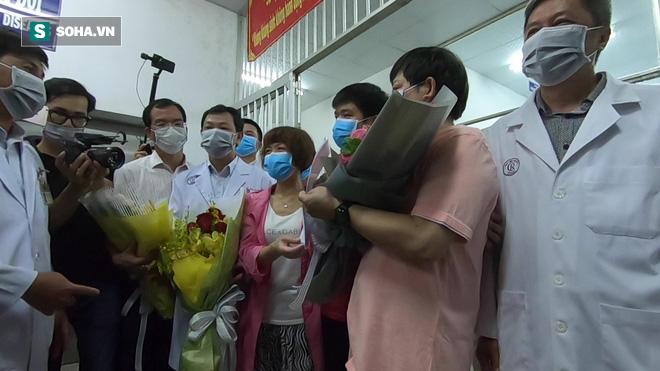 [TIN VUI] Bố con người Trung Quốc khỏi viêm phổi corona cúi đầu, đặt tay lên ngực nói: Cảm ơn Việt Nam - Ảnh 7.