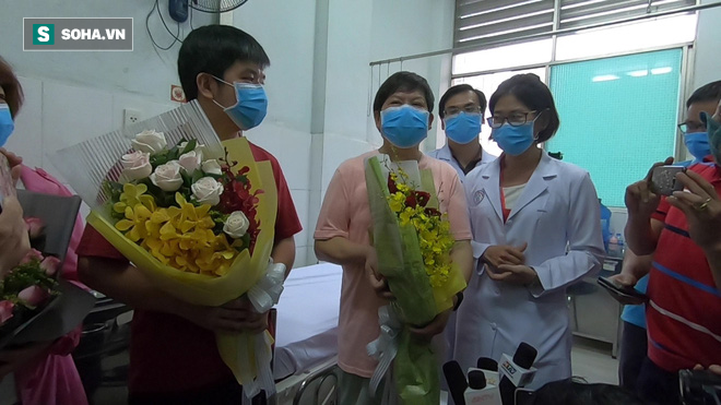 [TIN VUI] Bố con người Trung Quốc khỏi viêm phổi corona cúi đầu, đặt tay lên ngực nói: Cảm ơn Việt Nam - Ảnh 10.
