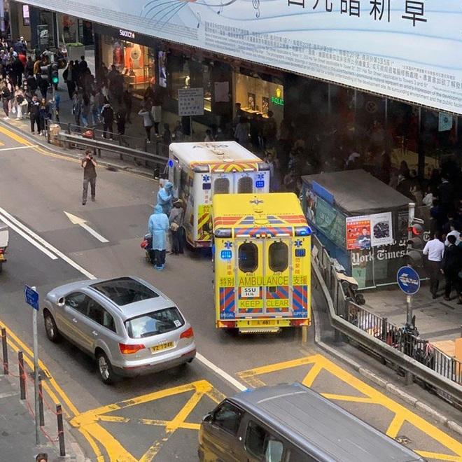 Giữa tâm dịch Vũ Hán, nhiều bệnh nhân ngoài lề khốn khổ vì bệnh viện quá tải, thiếu thốn vật tư y tế - Ảnh 3.