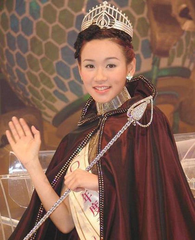 Hoa hậu chuyên săn đại gia được thưởng hàng chục tỷ đồng vì sinh được quý tử - Ảnh 2.