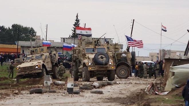 Syria: F-15 Mỹ cấp tốc ứng cứu xe bọc thép bị tấn công - Nga thủ thế sẵn sàng hành động - Ảnh 1.