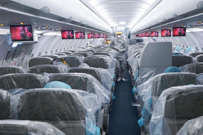 Sức khỏe của tổ bay Vietnam Airlines thực hiện chuyến bay đặc biệt đưa công dân Việt từ Vũ Hán trở về - Ảnh 1.