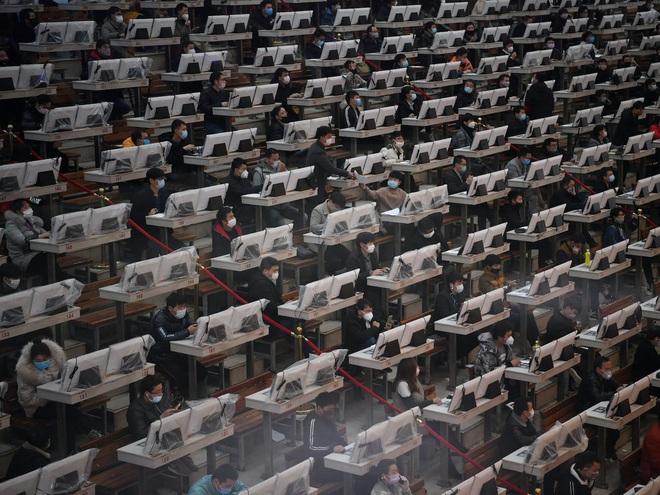 Loạt ảnh ấn tượng về cách Trung Quốc đối phó với đại dịch corona - Ảnh 1.