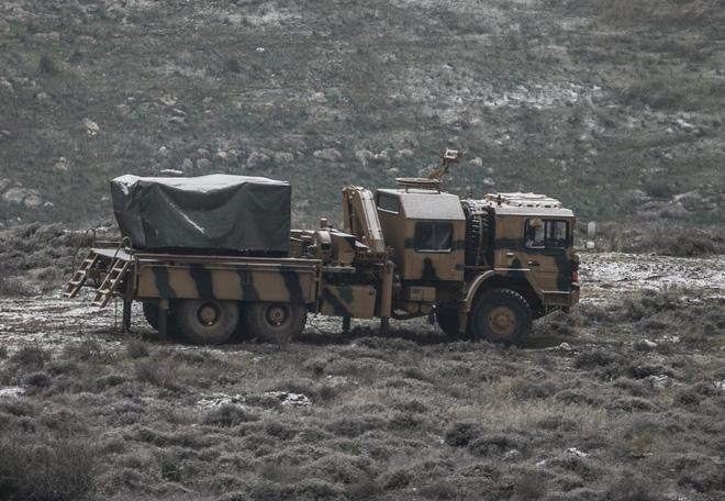 Pháo và đặc nhiệm Thổ Nhĩ Kỳ ồ ạt dàn trận: Căng thẳng tột độ, QĐ Syria sẵn sàng ứng chiến - Ảnh 1.