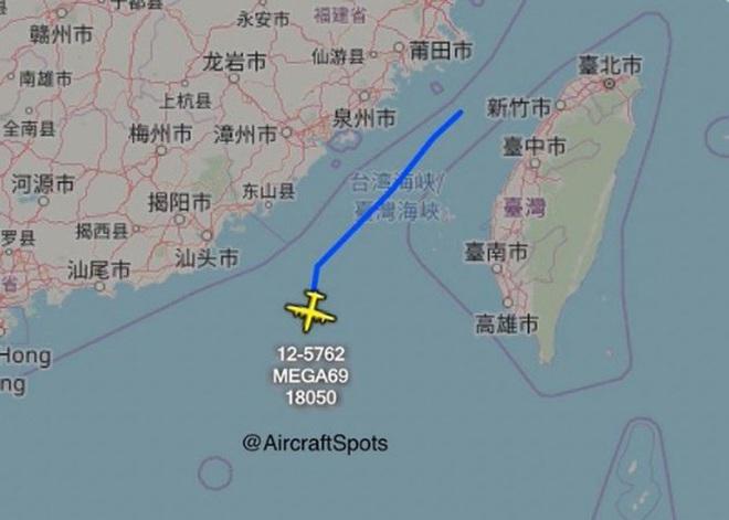 Mỹ cho máy bay bay xuyên qua eo biển Đài Loan, đáp lại việc máy bay Trung Quốc bay vòng quanh Đài Loan - Ảnh 2.