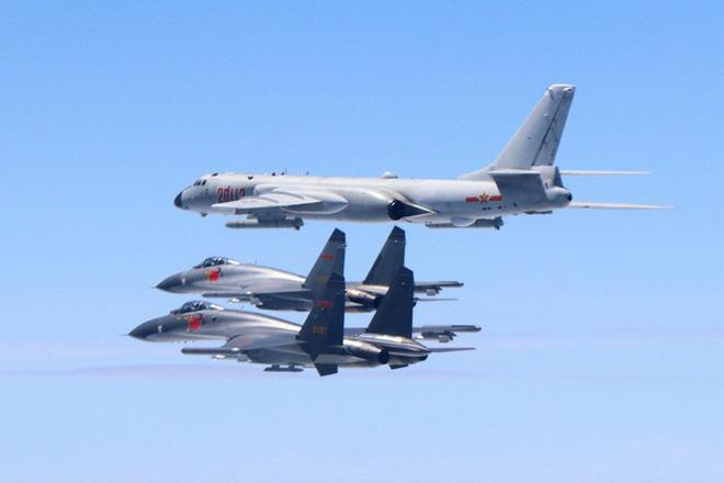 Mỹ cho máy bay bay xuyên qua eo biển Đài Loan, đáp lại việc máy bay Trung Quốc bay vòng quanh Đài Loan - Ảnh 4.