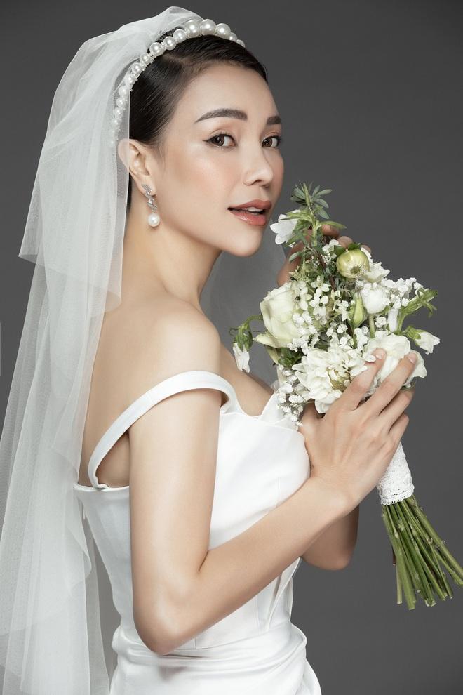 Trà Ngọc Hằng mặc váy cưới gợi cảm, khẳng định chưa có tình yêu mới - Ảnh 9.