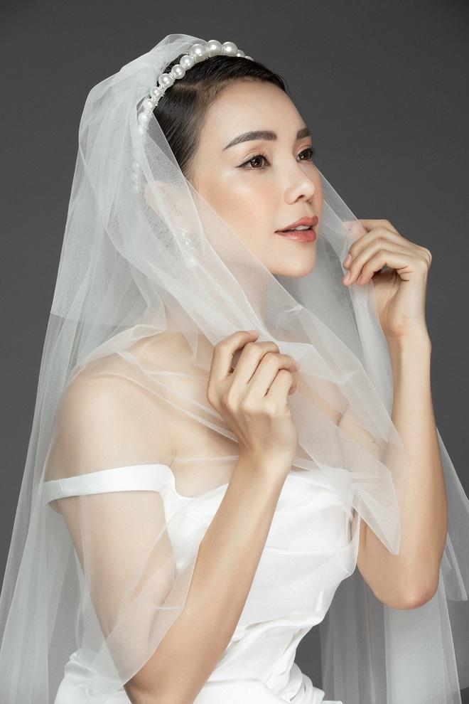 Trà Ngọc Hằng mặc váy cưới gợi cảm, khẳng định chưa có tình yêu mới - Ảnh 6.