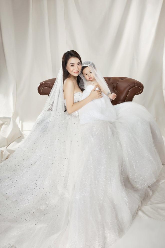 Trà Ngọc Hằng mặc váy cưới gợi cảm, khẳng định chưa có tình yêu mới - Ảnh 5.