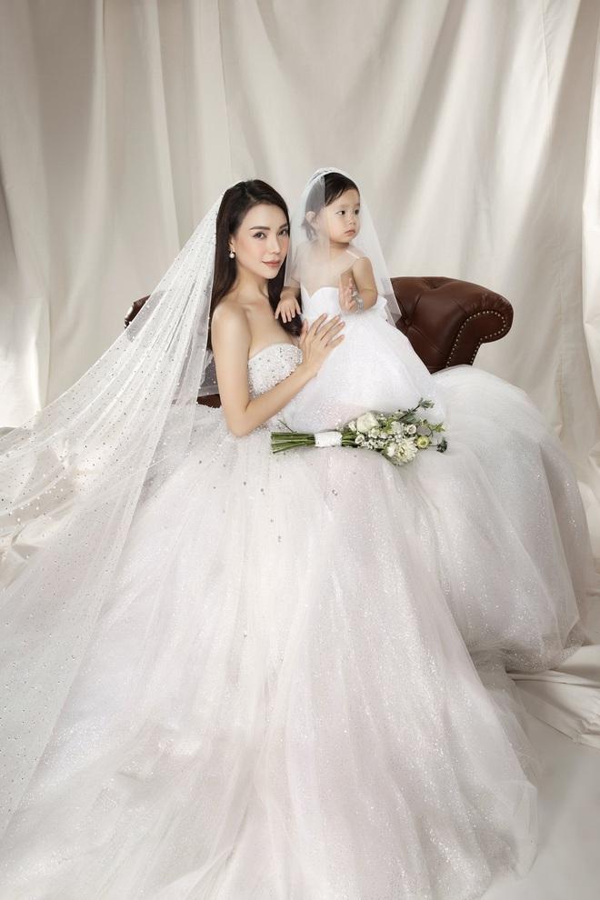 Trà Ngọc Hằng mặc váy cưới gợi cảm, khẳng định chưa có tình yêu mới - Ảnh 3.