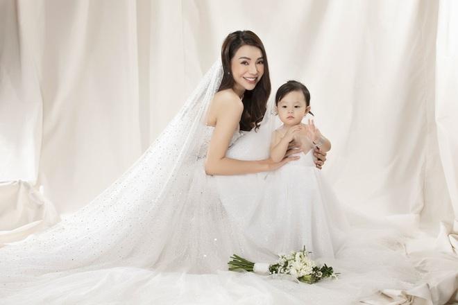 Trà Ngọc Hằng mặc váy cưới gợi cảm, khẳng định chưa có tình yêu mới - Ảnh 1.