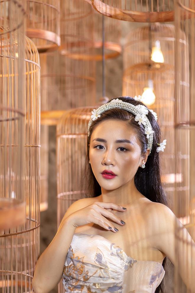Văn Mai Hương, Lân Nhã cùng tung MV khoe giọng hát ngọt ngào, da diết - Ảnh 1.
