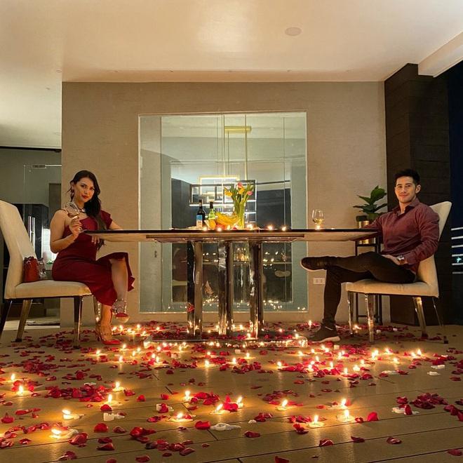 Kỷ niệm 3 năm yêu nhau, Maria Ozawa được bạn trai tặng quà rải đầy hoa hồng và tỏ tình ngọt ngào - Ảnh 2.