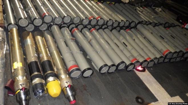 Hải quân Mỹ bắt giữ tàu Iran chất đầy tên lửa - Ảnh 1.