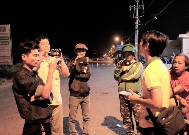 """Gay cấn cuộc vây bắt trong đêm: Đặc nhiệm bí mật đưa dân ra ngoài, Tuấn """"khỉ"""" bị tiêu diệt cạnh khẩu súng AK còn nhiều đạn - Ảnh 2."""