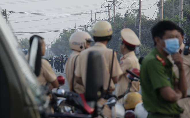 """Gay cấn cuộc vây bắt trong đêm: Đặc nhiệm bí mật đưa dân ra ngoài, Tuấn """"khỉ"""" bị tiêu diệt cạnh khẩu súng AK còn nhiều đạn"""