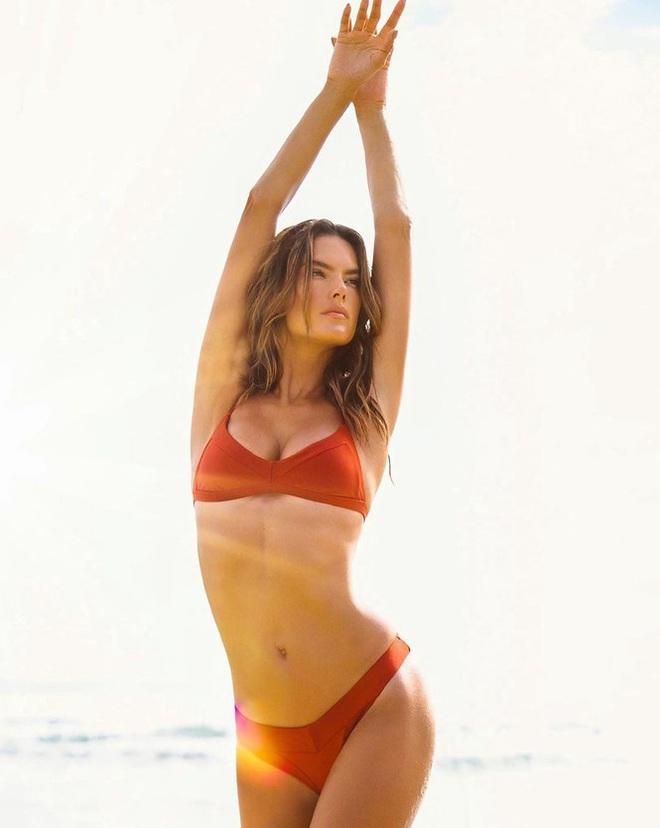Alessandra Ambrosio tung ảnh bikini bỏng rẫy mừng ngày Galentine - Ảnh 1.