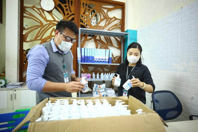 Cuộc họp đột xuất 2 tiếng đồng hồ và chuyến xe đặc biệt chở hàng về tâm dịch Sơn Lôi - Ảnh 1.