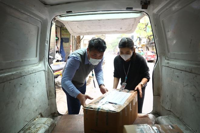 Cuộc họp đột xuất 2 tiếng đồng hồ và chuyến xe đặc biệt chở hàng về tâm dịch Sơn Lôi - Ảnh 3.