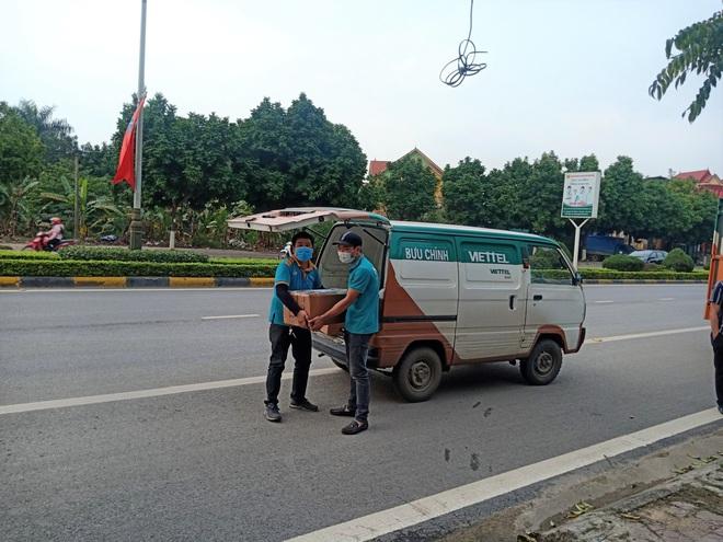 Cuộc họp đột xuất 2 tiếng đồng hồ và chuyến xe đặc biệt chở hàng về tâm dịch Sơn Lôi - Ảnh 4.
