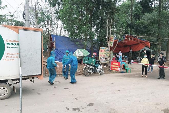 Cuộc họp đột xuất 2 tiếng đồng hồ và chuyến xe đặc biệt chở hàng về tâm dịch Sơn Lôi - Ảnh 5.