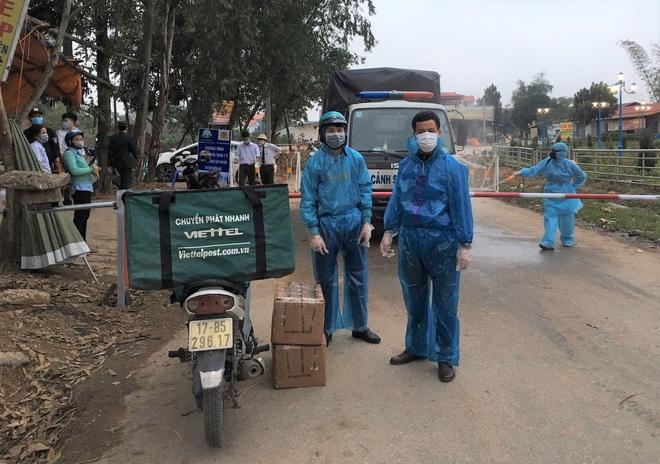 Cuộc họp đột xuất 2 tiếng đồng hồ và chuyến xe đặc biệt chở hàng về tâm dịch Sơn Lôi - Ảnh 7.