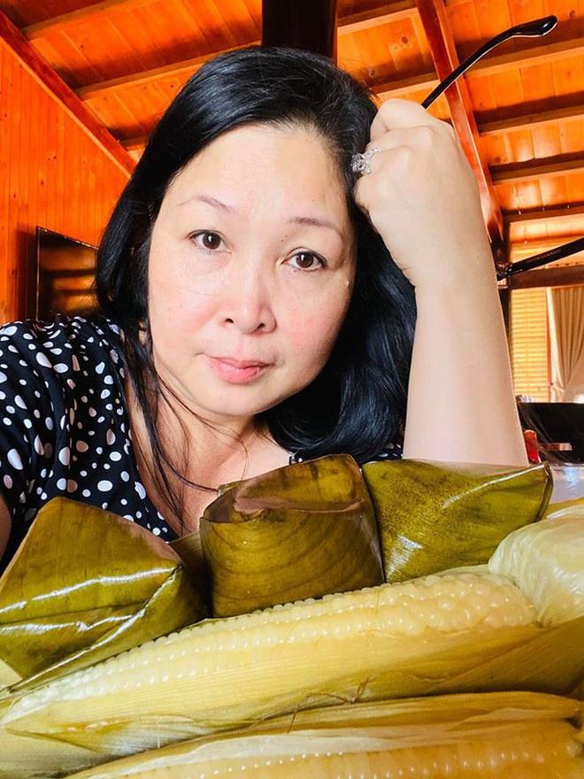 Món quà Valentine giản dị mà chồng Lê Tuấn Anh tặng Hồng Vân suốt 20 năm là gì? - Ảnh 1.