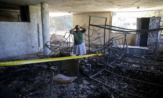 Thiếu điện dùng nến, hại 15 trẻ em chết cháy - Ảnh 2.
